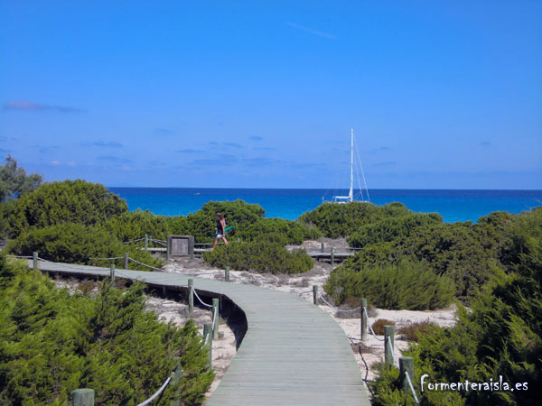 Acceso a la playa de Ses Platgetes en Formentera