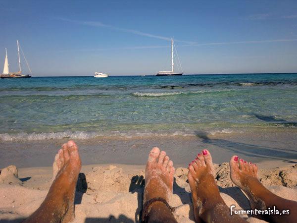 El mar de Formentera es azul en la Playa de Es Trucadors