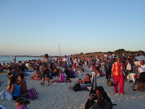 Chiringuito en Illetes: bebiendo a la puesta de sol y baile luego en el local