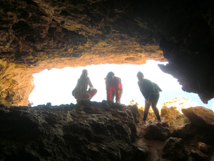 Salida de la gruta de la Cova Foradada