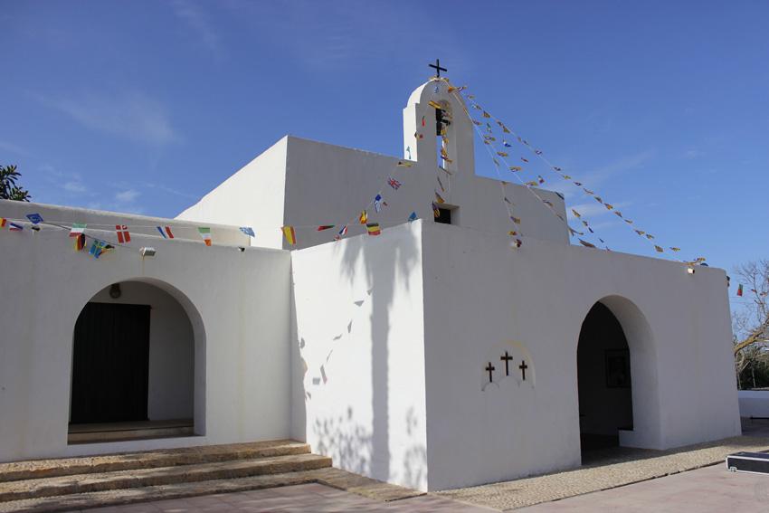 La Iglesia de El Pilar de La Mola durante las fiestas de octubre