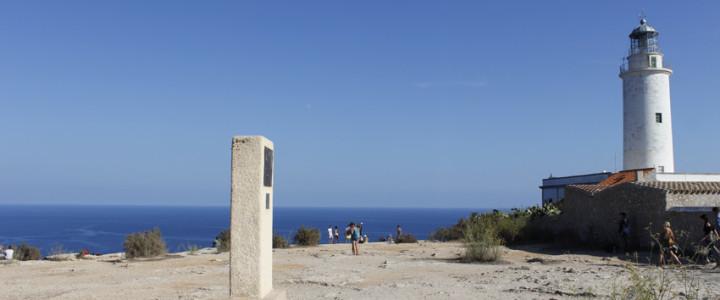 El Monumento a Julio Verne en el Faro de La Mola
