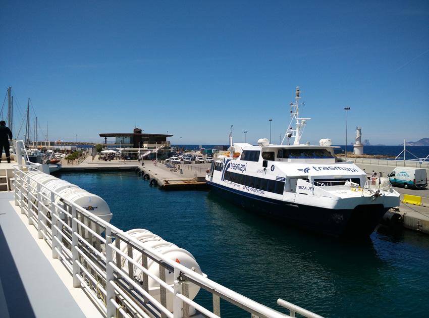 El ferry llegando al Puerto de La Savina en Formentera