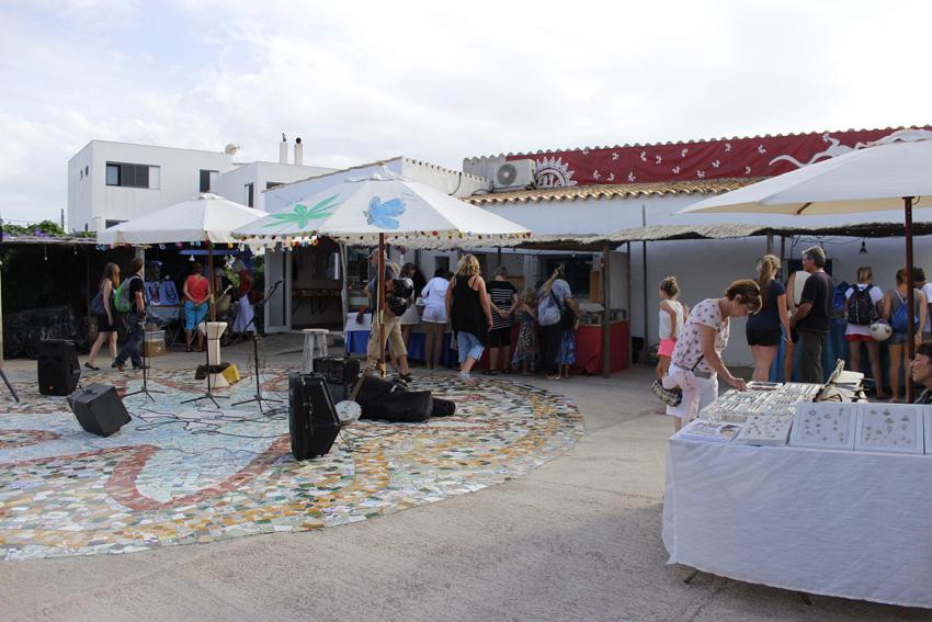 Imagen parcial del mercadillo de La Mola
