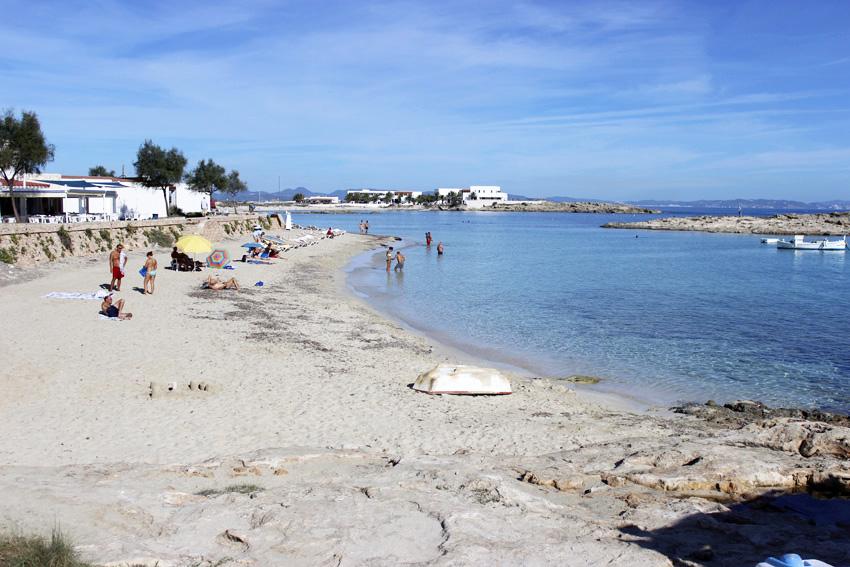 La playa de Es Pujols es cómoda y accesible