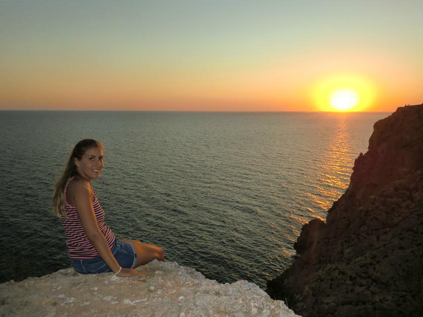 Tras la salida de la cueva, llegaremos a un precioso balcón sobre el mar para ver la puesta de sol.