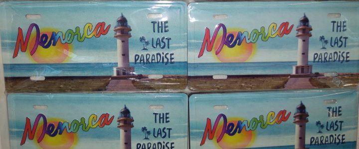 Venden imanes de Menorca… con una imagen de Formentera